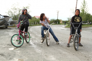 Kids riding bikes in Bethel. (Photo: Nico Sandi)